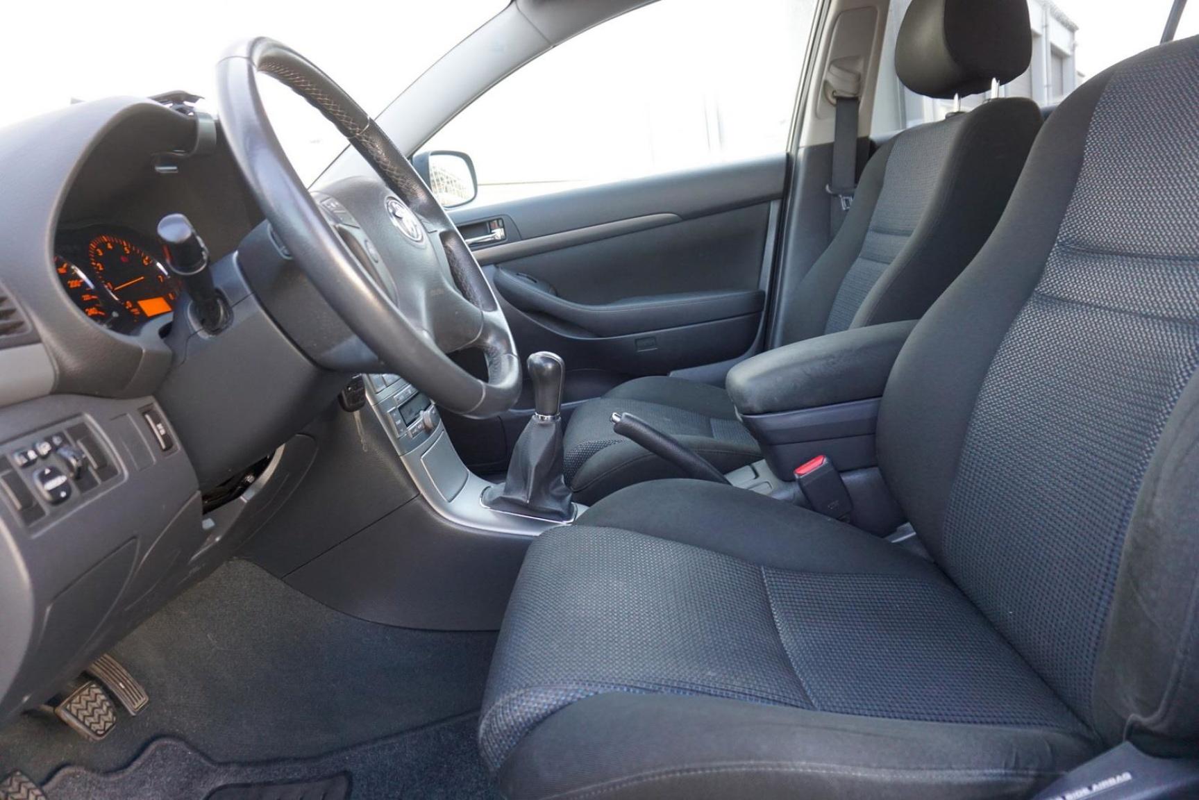 Toyota-Avensis-5