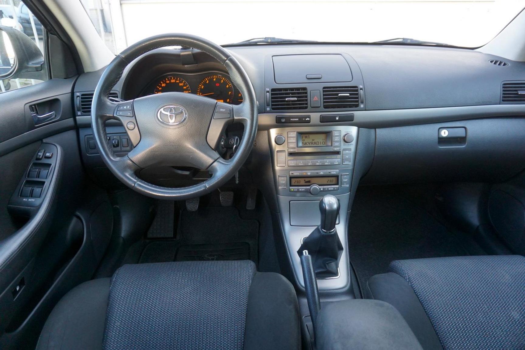 Toyota-Avensis-4