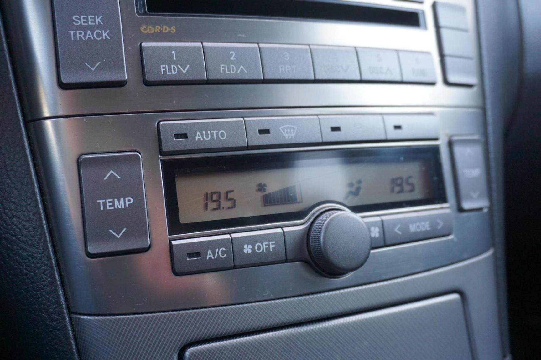 Toyota-Avensis-14