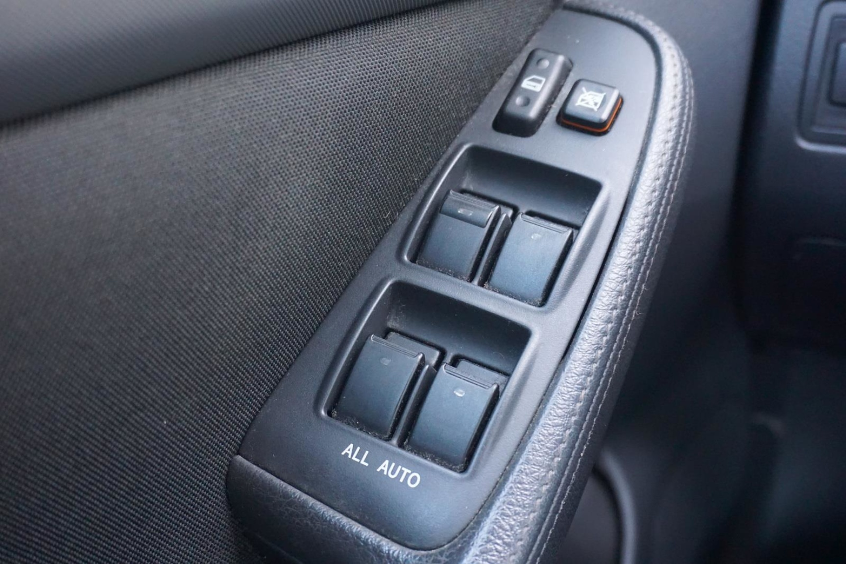 Toyota-Avensis-16