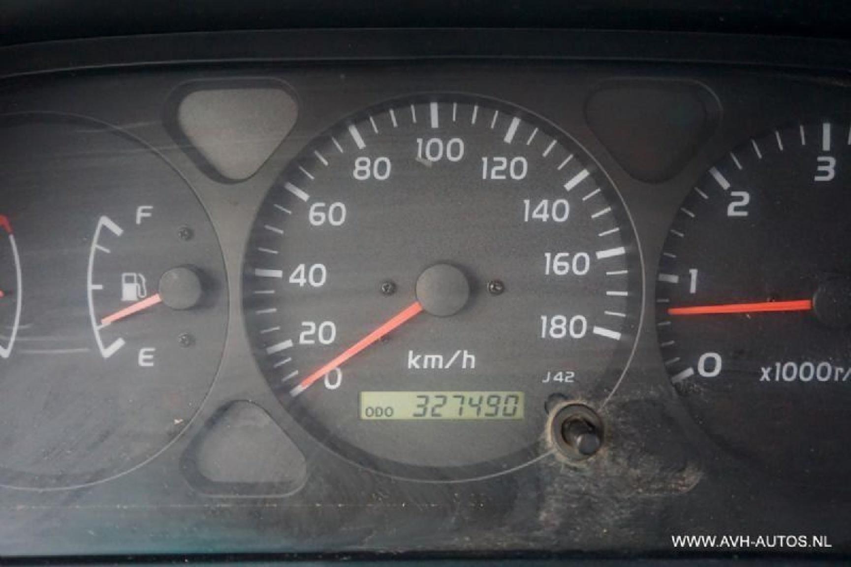 Toyota-Land Cruiser-12